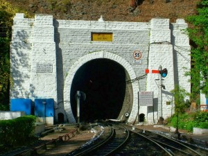 tunnel no 33 one
